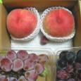 大きな桃と葡萄